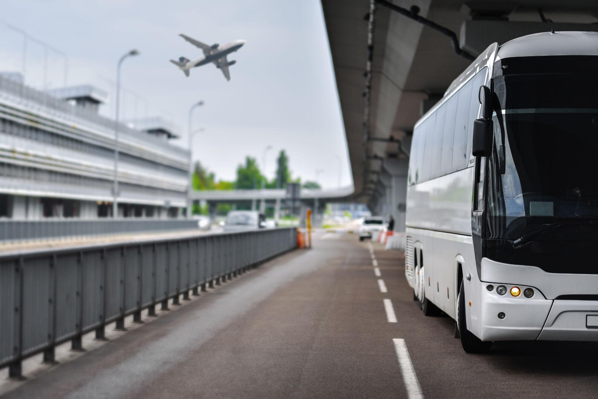 Na letiste kolem CR hromadnou dopravou